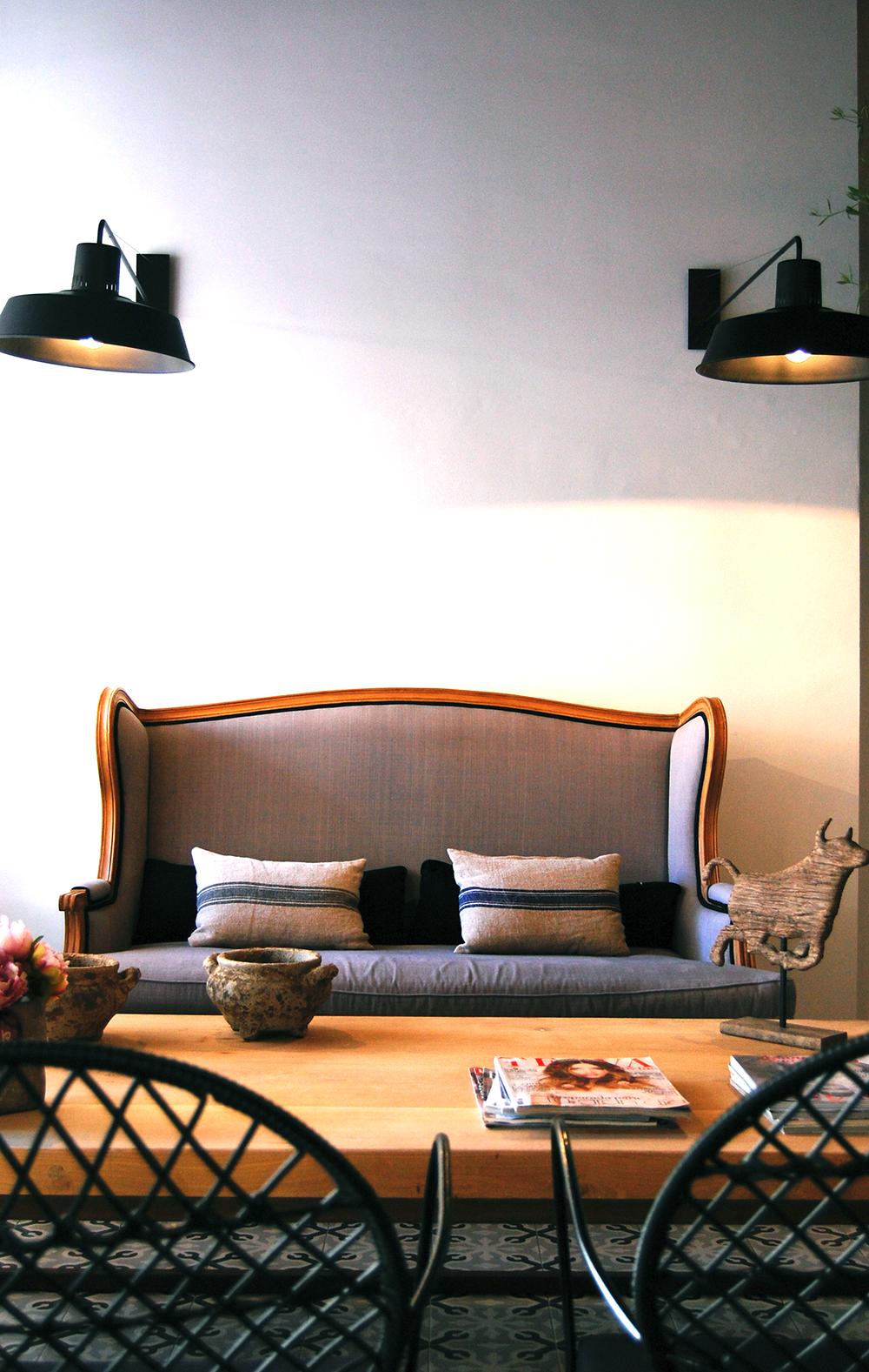 estilo retro aplicado a iluminacion de un espacio de lectura