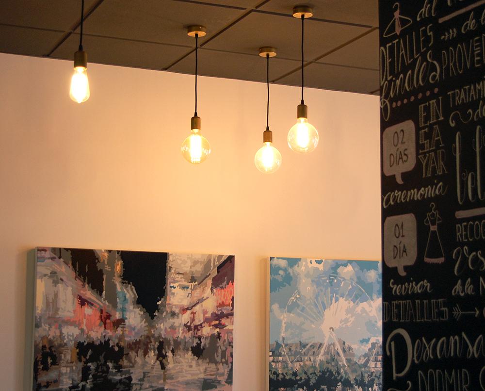 conjunto de bombillas creando iluminación vintage