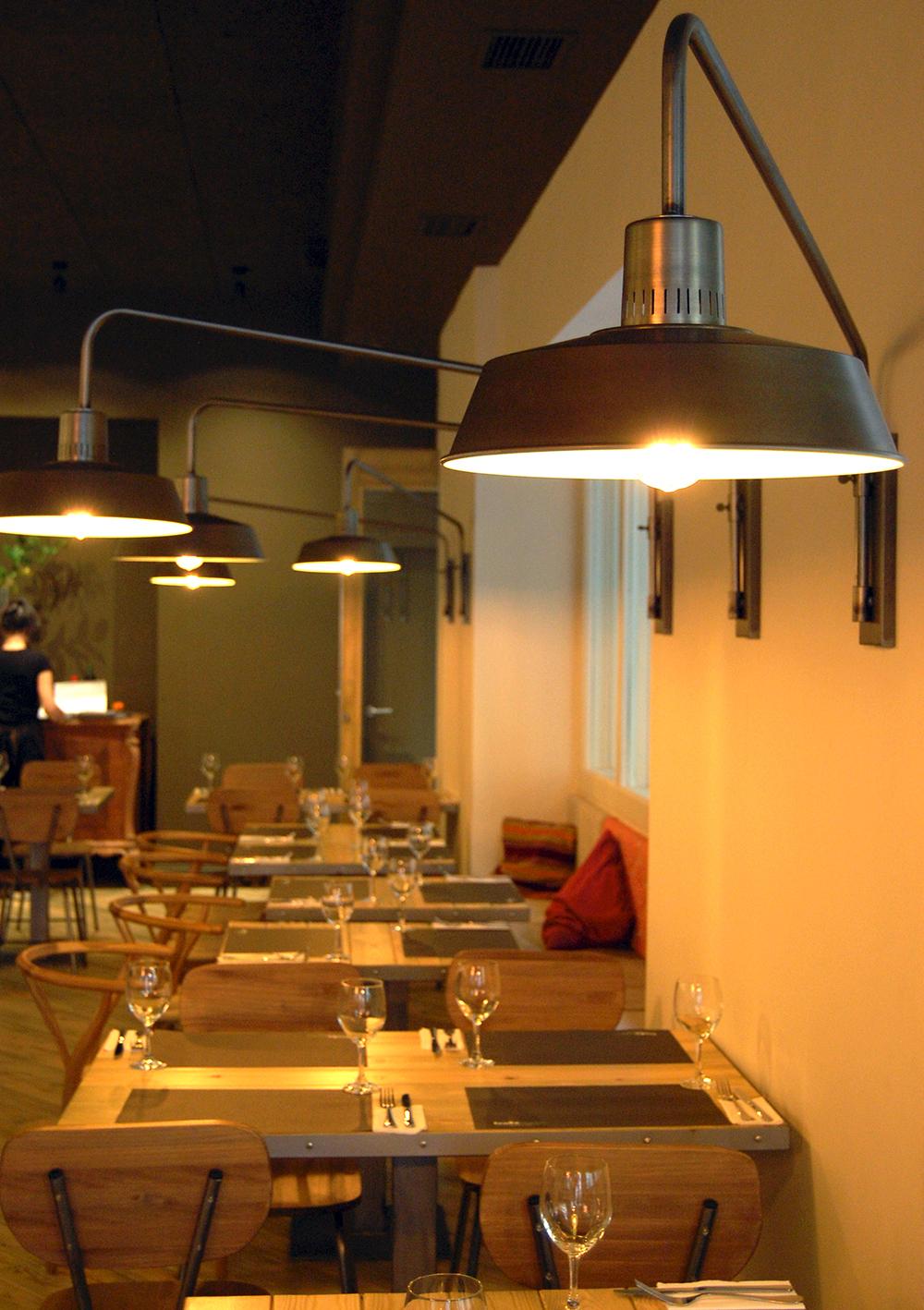 lamparas estilo industrial restaurante